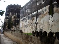 Photograph of the tower and outer wall of the Lamu Fort, Kenya