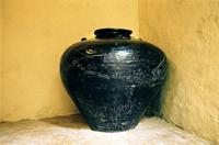 A large urn used to transport vinegar in the dhow sea trade.